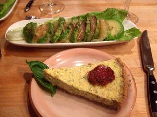 『アボカドとロゼグレープフルーツのサラダ カシスのドレッシング』と『チーズケーキサレ・オニオン』